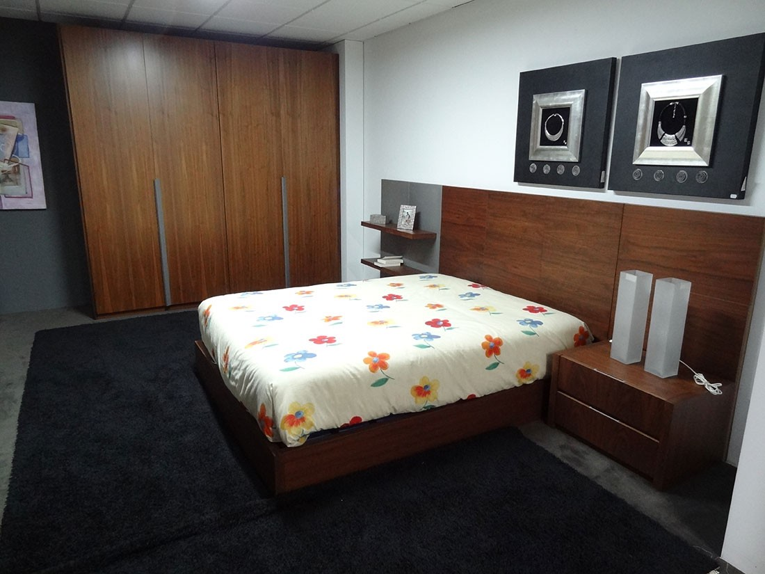 Dormitorio completo madera de nogal y patina blanca