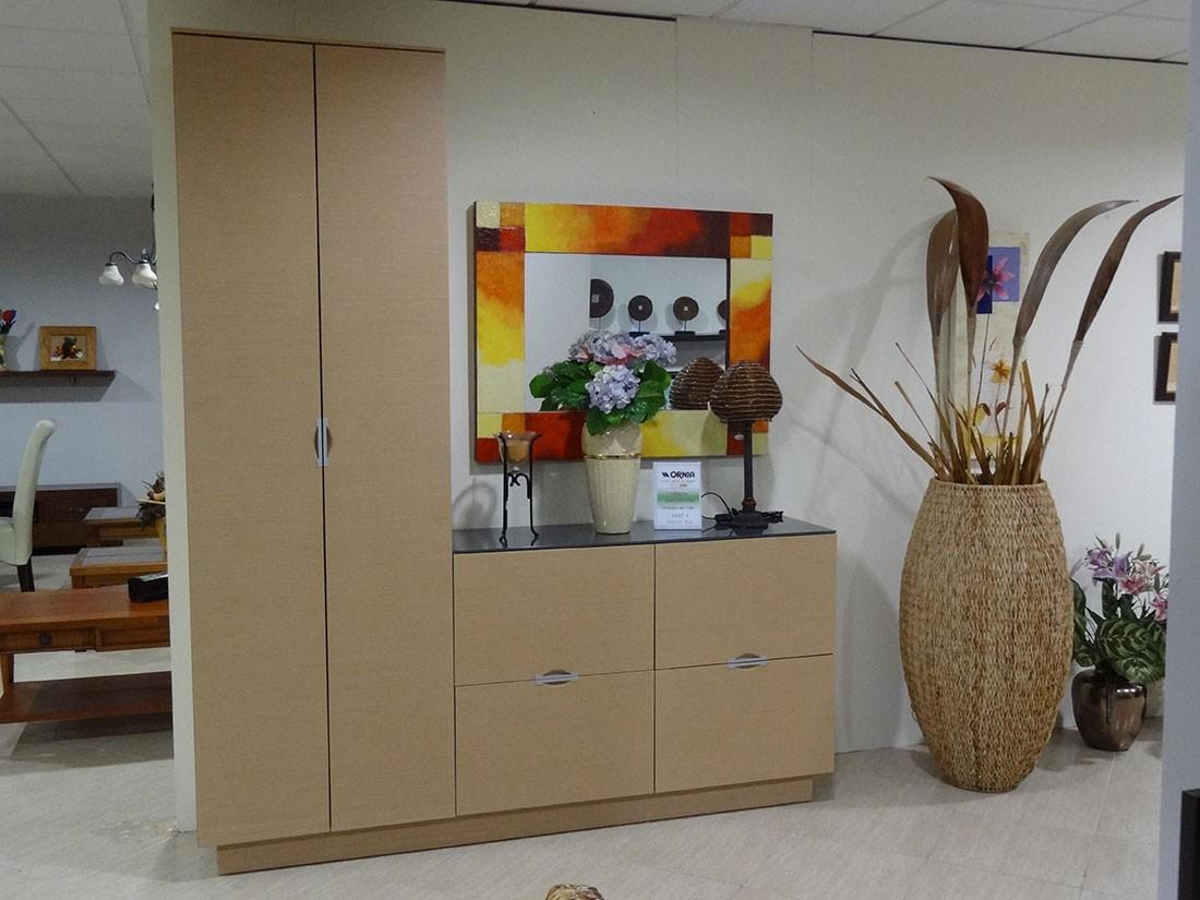 Mueble de entrada con armario en roble natural f en1 - Mueble de recibidor ...