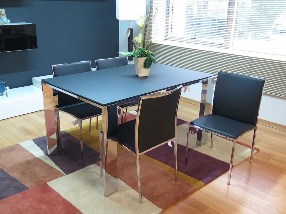 Mesa y sillas metal y cristal negro