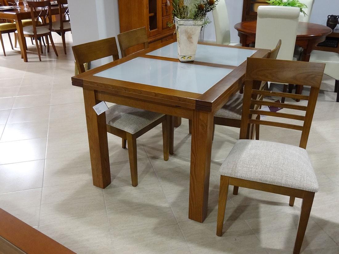 Conjunto de mesa y sillas de madera de casta o y cristal for Tapicerias castano