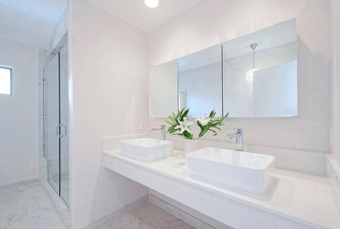 Como hacer que el cuarto de baño parezca mayor