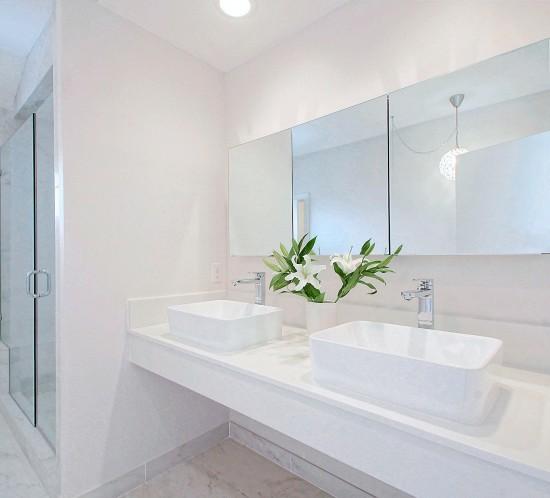 Ideas para hacer que el cuarto de baño parezca mayor